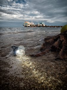 Die Armytek Predator unter Wasser